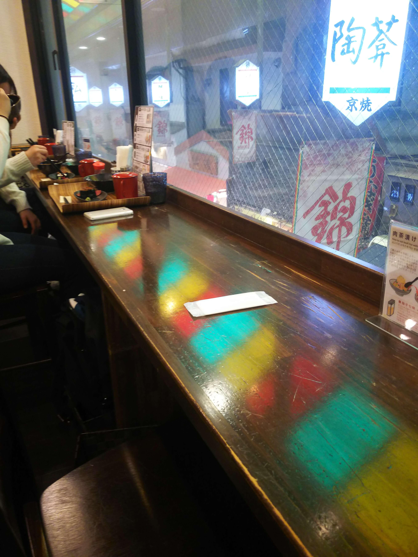 佰食屋肉寿司専科のカウンター席