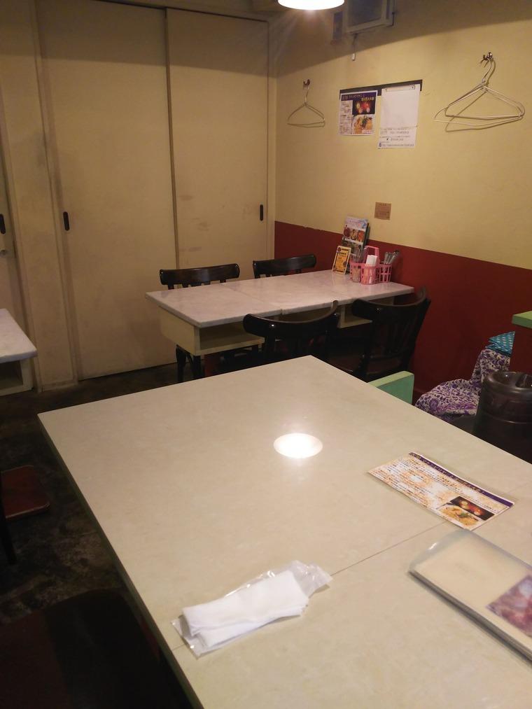 亜州食堂チョウクのテーブル席