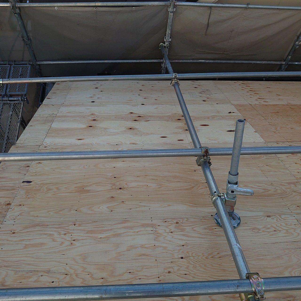 屋根の張り替え途中