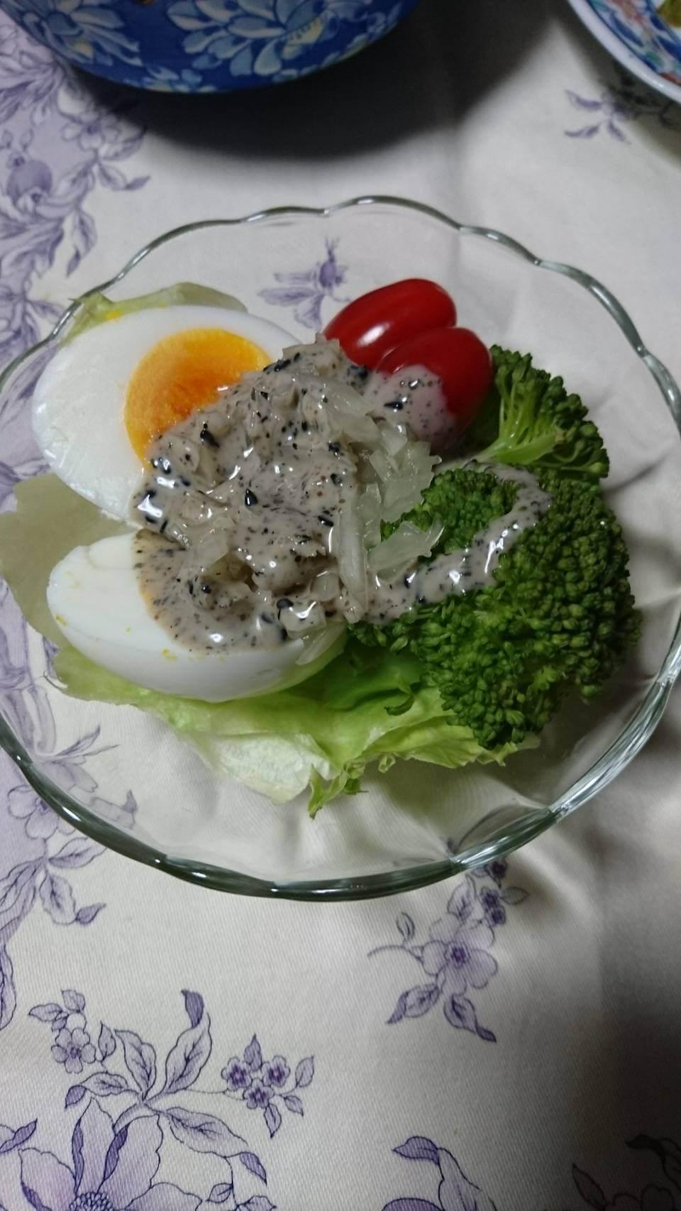 サラダにかけた発酵玉葱